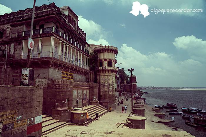 Cura de humildad en Varanasi
