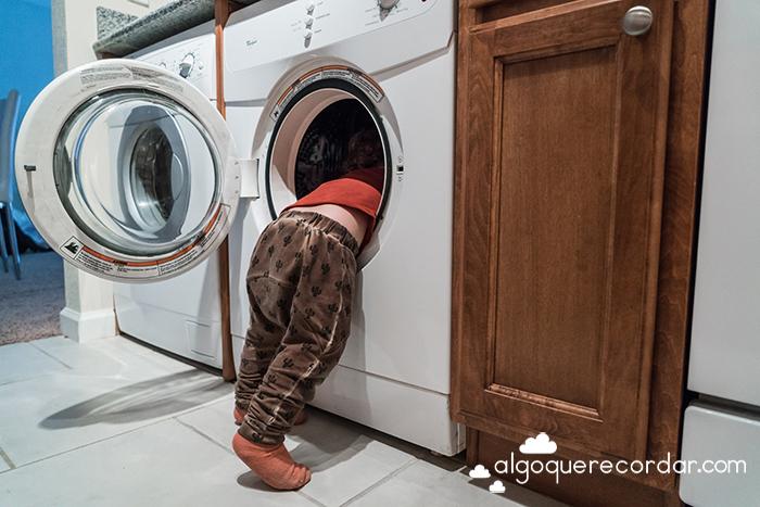 bebe en lavadora