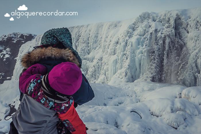 cascada congelada islandia