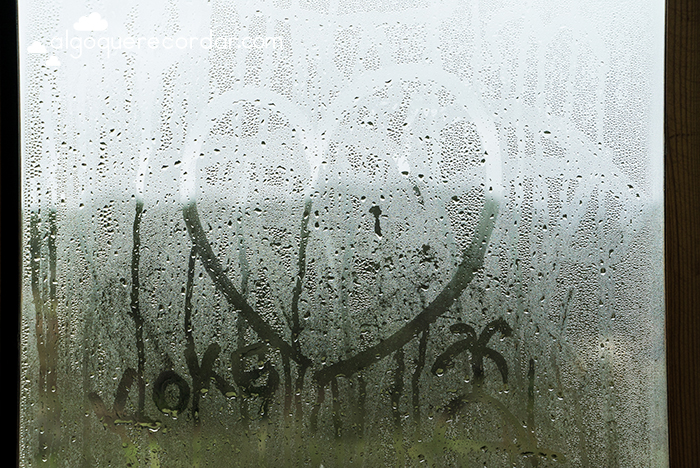 ventana corazon lluvia