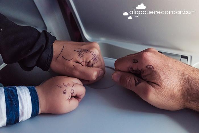caras pintadas en manos